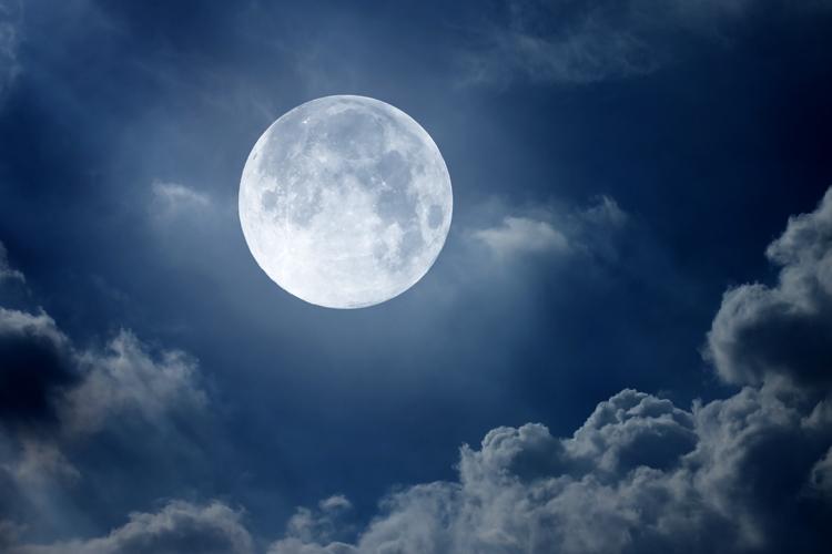ما معنى القمر في رؤيا المنام مدونة تفسير الأحلام علم